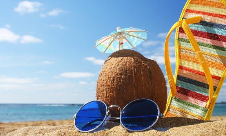 лятна визия с очила на плажа